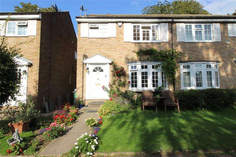 3 Bedrooms Semi Detached House for sale in Regina Close, Barnet, Hertfordshire, EN5
