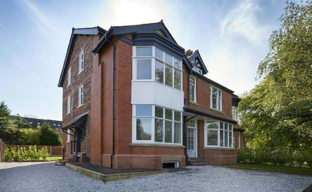 5 Bedrooms Semi Detached House for sale in Washway Road, Sale