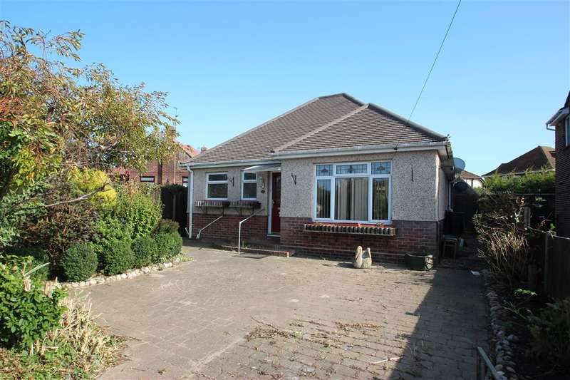 2 Bedrooms Bungalow for sale in Queens Road, Clacton-on-Sea