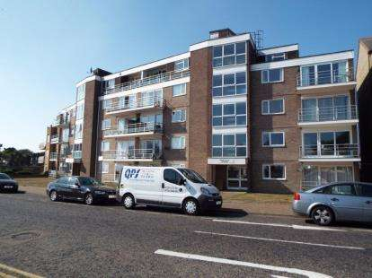 2 Bedrooms Flat for sale in 33 Marine Parade East, Clacton On Sea, Essex