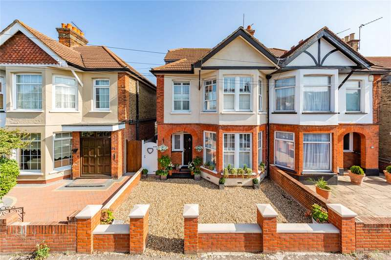 4 Bedrooms Semi Detached House for sale in Medora Road, Romford, RM7