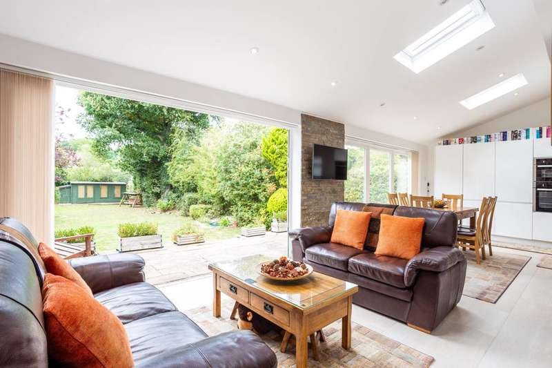 5 Bedrooms Detached House for sale in Malmains Way, Beckenham, BR3