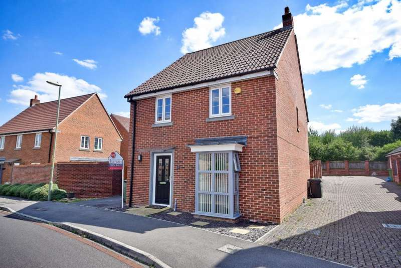 4 Bedrooms Detached House for sale in Marnel Park, Basingstoke, RG24