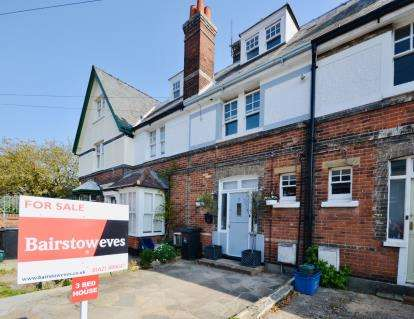 3 Bedrooms Terraced House for sale in Burnham-On-Crouch, Essex, .
