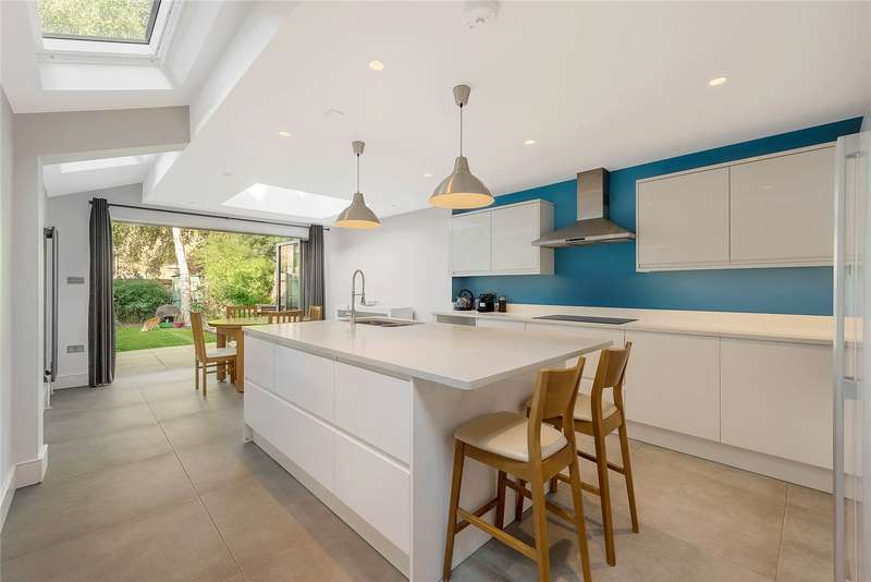 4 Bedrooms House for sale in Cabul Road, London, SW11