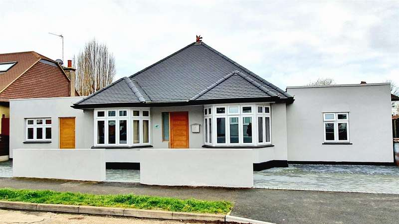 4 Bedrooms Detached Bungalow for sale in Donnington Road, Worcester Park