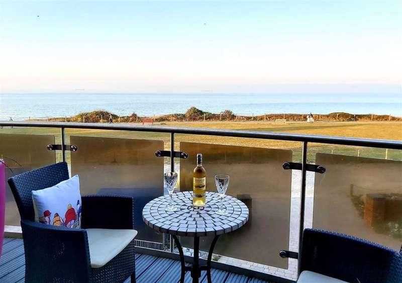 4 Bedrooms Detached House for sale in Marine Drive, Broadstairs, Kent