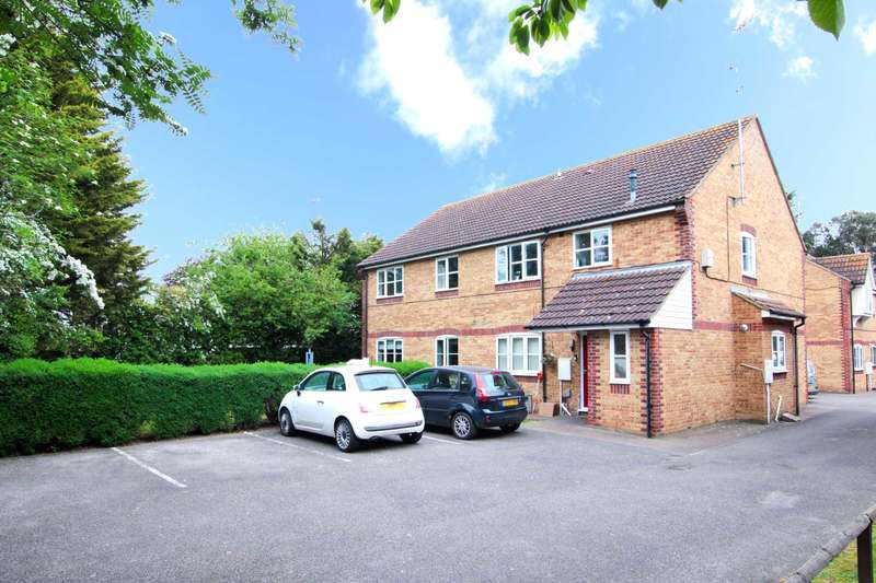 2 Bedrooms Maisonette Flat for sale in Platinum court, Silver Way, Romford
