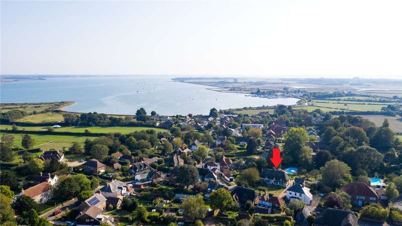3 Bedrooms Detached House for sale in Prinsted Lane, Prinsted, Emsworth, Hampshire, PO10