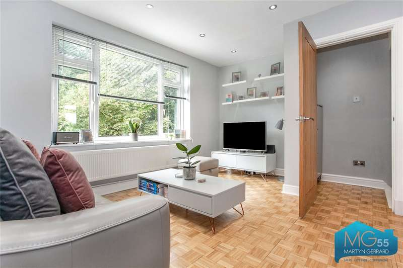 2 Bedrooms Maisonette Flat for sale in Burnside Close, Barnet, Hertfordshire, EN5