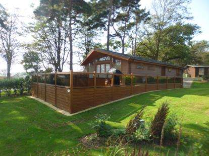 3 Bedrooms Bungalow for sale in Cae Bach, Plas Coch, Llanfairpwllgwyngyll, Anglesey, LL61