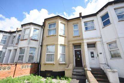 2 Bedrooms Flat for sale in Lower Flat, Southend-On-Sea, Essex