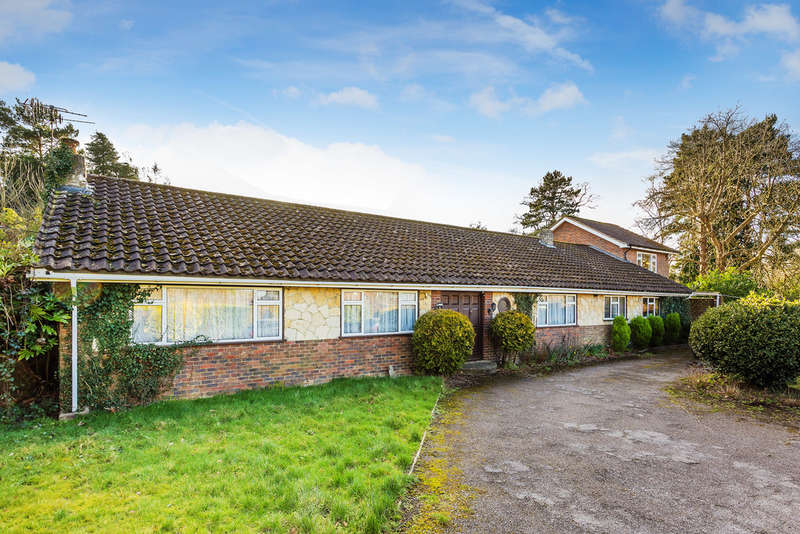 5 Bedrooms Detached Bungalow for sale in Bellwether Lane, Outwood, Redhill