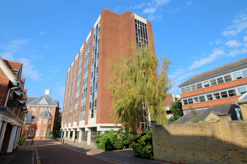 2 Bedrooms Flat for sale in Charles House, St Peters Street, Colchester