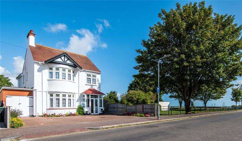 5 Bedrooms Detached House for sale in George Street, Shoeburyness, Southend-on-Sea, Essex, SS3
