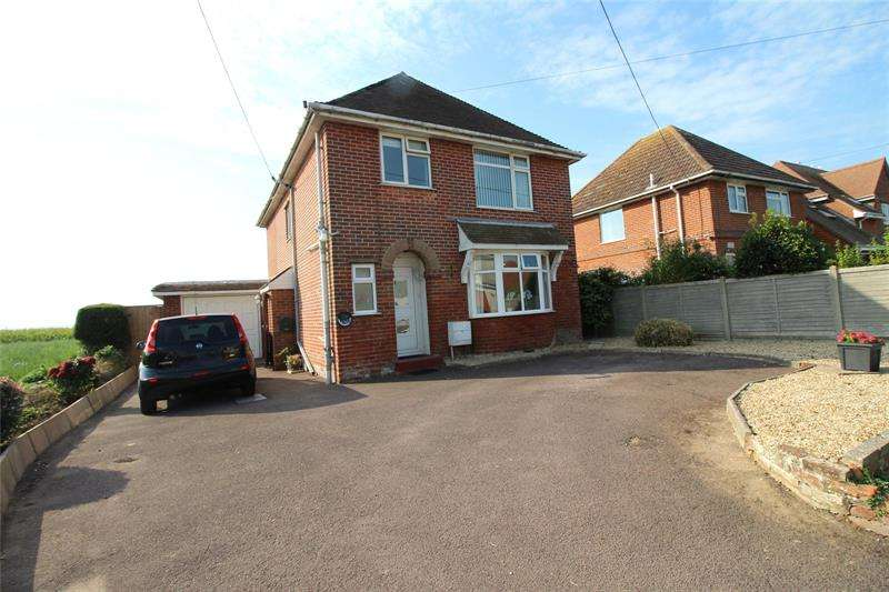 3 Bedrooms Detached House for sale in Keyhaven Road, Milford on Sea, Lymington, Hampshire, SO41