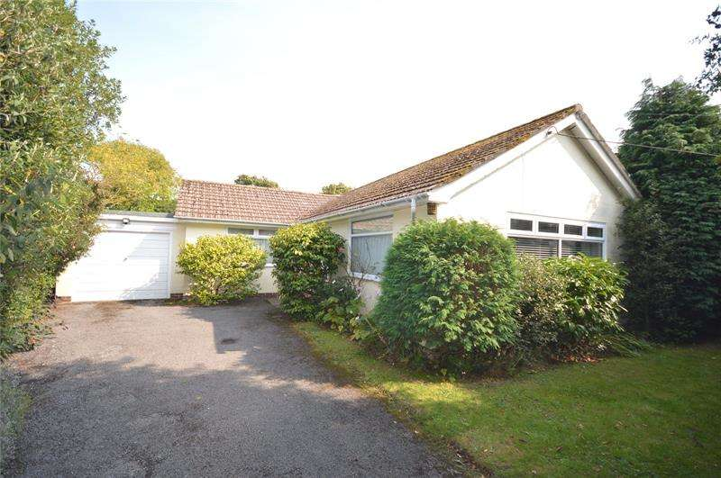 2 Bedrooms Bungalow for sale in Woodside Lane, Lymington, Hampshire, SO41