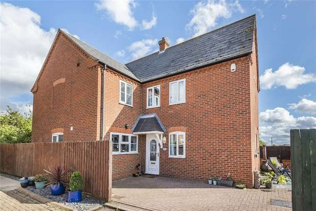 3 Bedrooms Detached House for sale in Old School Gardens, Wootton, Bedford