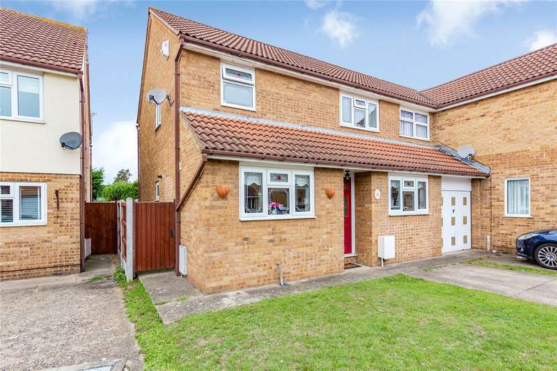 3 Bedrooms Semi Detached House for sale in Calmore Close, Hornchurch, RM12