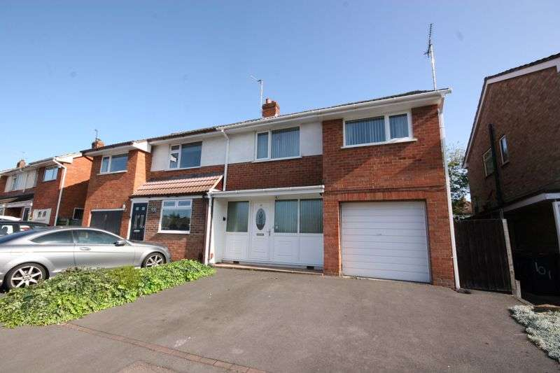 3 Bedrooms Property for sale in Pinemount Road, Hucclecote, Gloucester