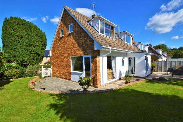 3 Bedrooms Detached House for sale in Amberd Lane, Trull, Taunton