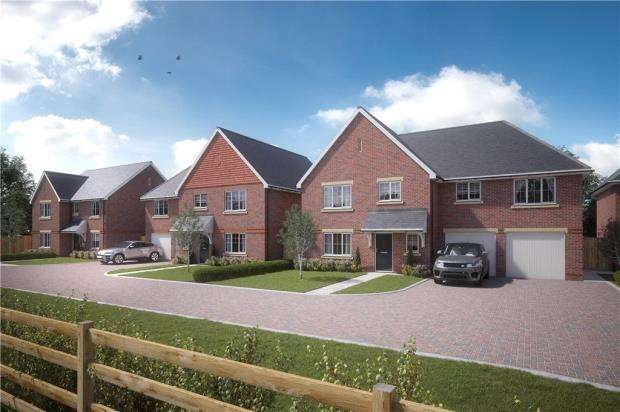 4 Bedrooms Detached House for sale in Reading Road, Burghfield Common