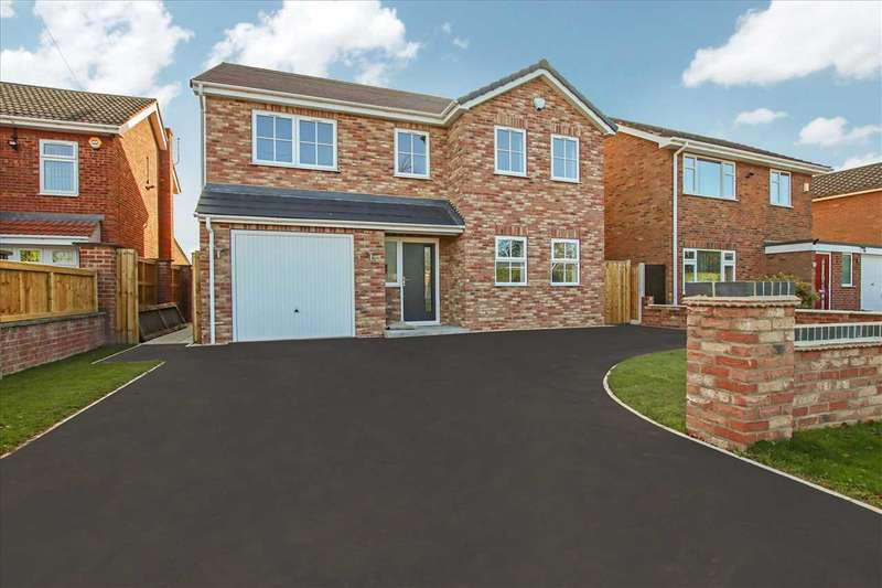 4 Bedrooms Detached House for sale in Hall Drive, Lincoln