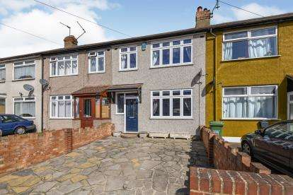 3 Bedrooms Terraced House for sale in Rainham, Essex, Uk