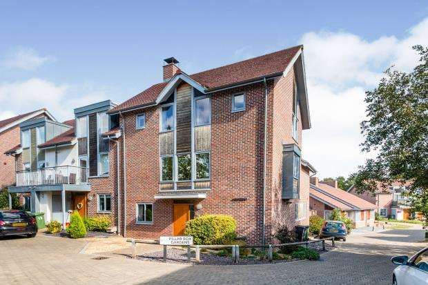 4 Bedrooms End Of Terrace House for sale in Limes Park, Basingstoke, Hampshire