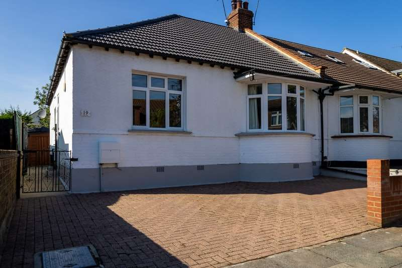 2 Bedrooms Semi Detached House for sale in Olivia Drive, Leigh-on-Sea, Essex, SS9