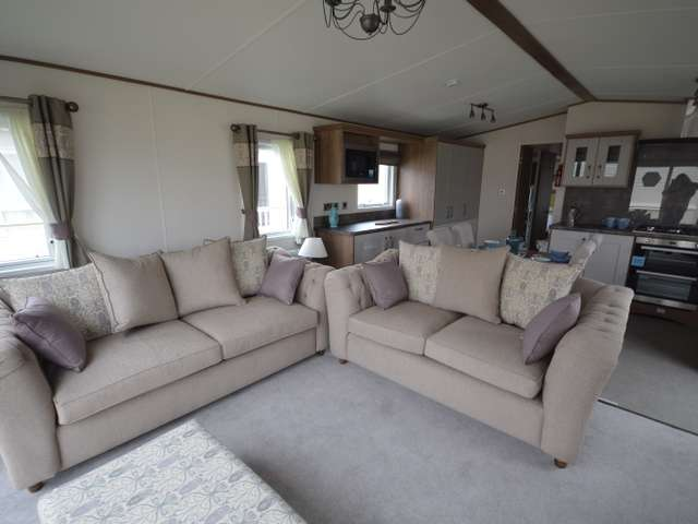 2 Bedrooms Lodge Character Property for sale in Alberta, Whitstable