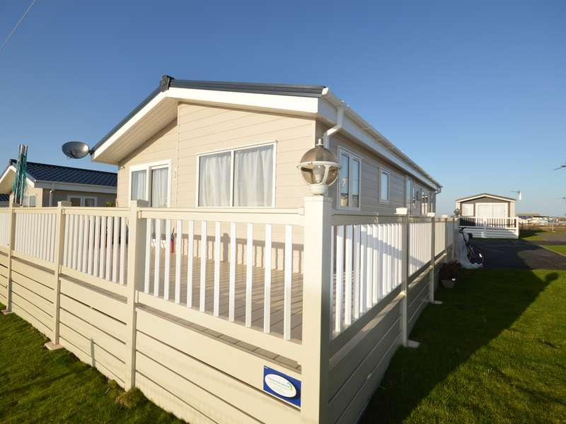 2 Bedrooms Lodge Character Property for sale in Harts, Isle of Sheppey