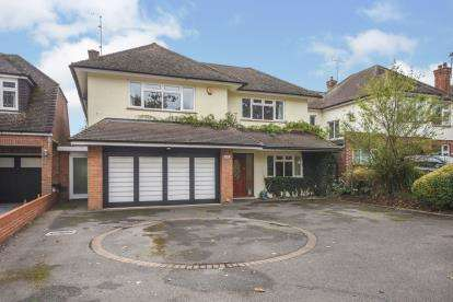 5 Bedrooms Detached House for sale in Southend-On-Sea, Essex, .