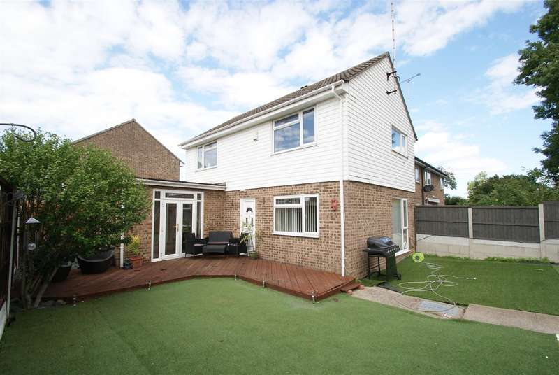 3 Bedrooms Semi Detached House for sale in Salem Walk, Rayleigh