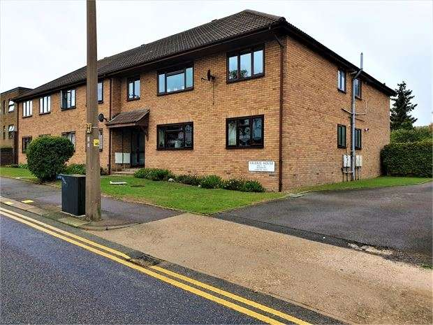 2 Bedrooms Apartment Flat for sale in Station Road, Leigh-on-Sea, Leigh on Sea, Essex. SS9 3BN