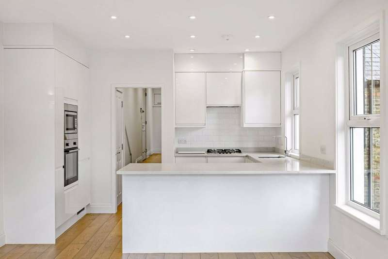 3 Bedrooms Flat for sale in Latchmere Road, Battersea, London, SW11