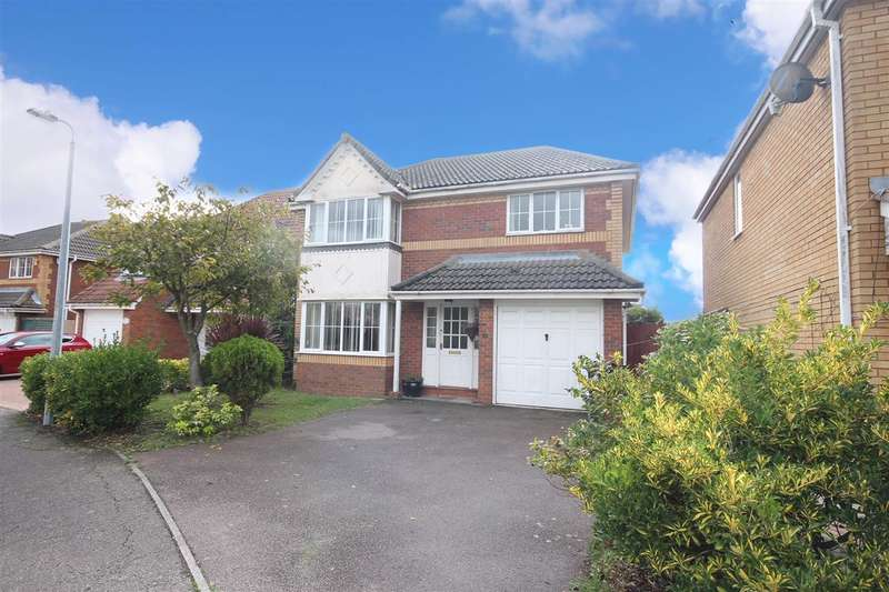 4 Bedrooms Detached House for sale in Gerard Road, Clacton-on-Sea