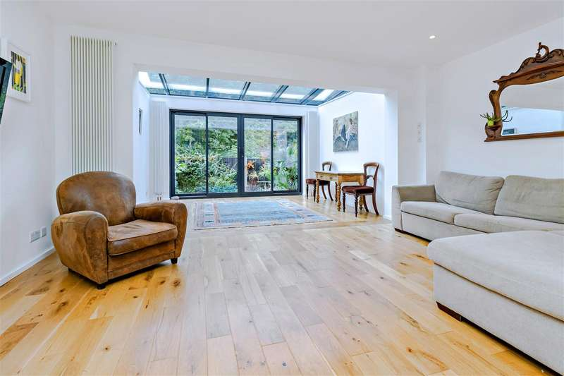 5 Bedrooms House for sale in St. Crispins Close, Hampstead NW3