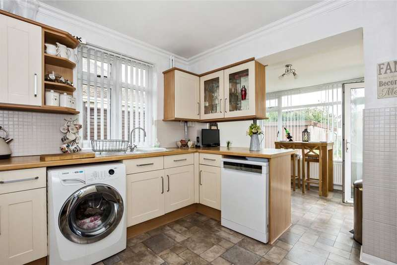 4 Bedrooms Detached Bungalow for sale in Dewlands Avenue, Dartford, Kent, DA2 6AJ