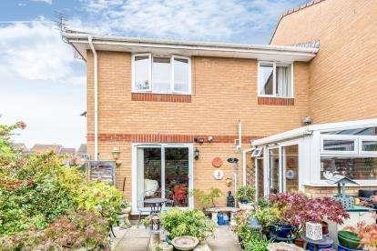 2 Bedrooms Terraced House for sale in Barkleys Hill, Stapleton, Bristol