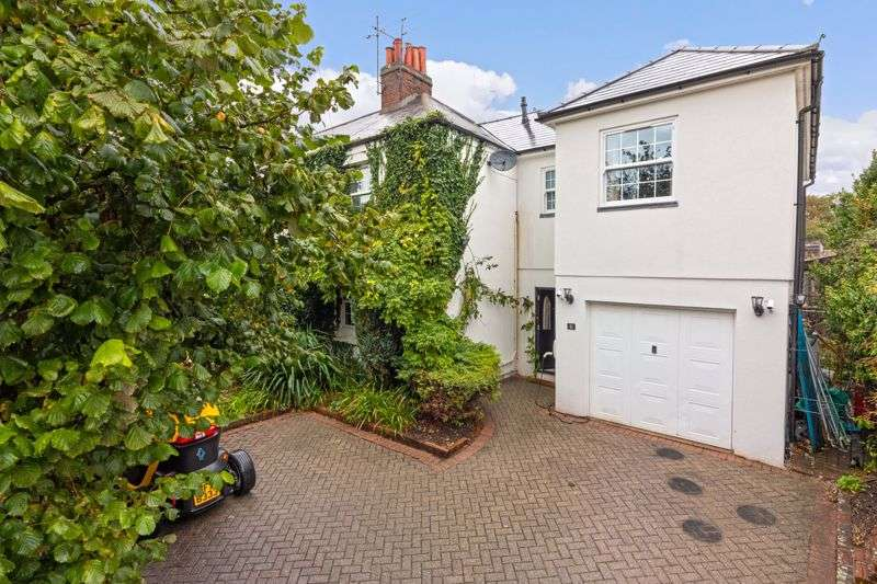 4 Bedrooms Property for sale in West Street, Lancing, West Sussex, BN15