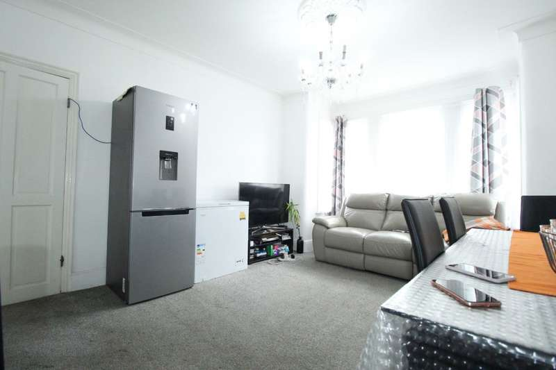 3 Bedrooms Flat for sale in Felbrigge Road, Ilford