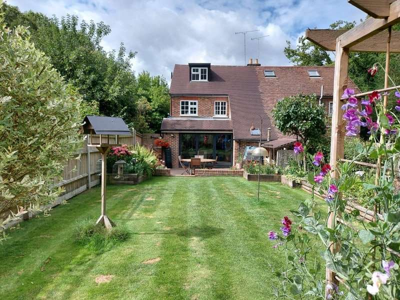 3 Bedrooms Semi Detached House for sale in Cuttinglye Lane, Crawley, West Sussex, RH10