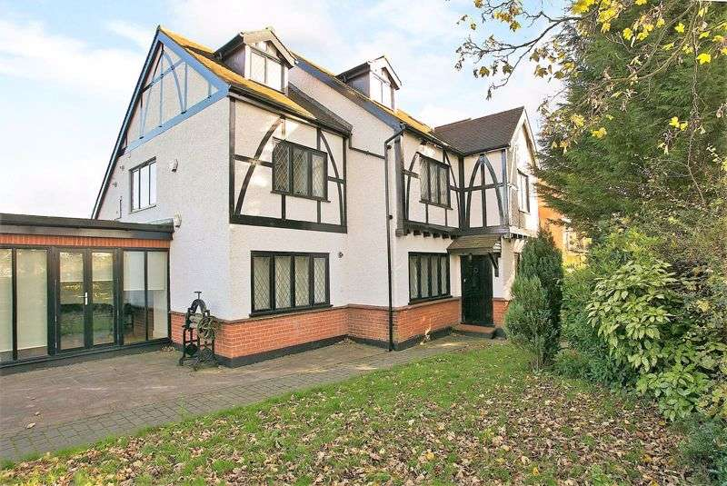 2 Bedrooms Property for sale in Rosary Court, Priests Lane, Brentwood, CM15 8BJ