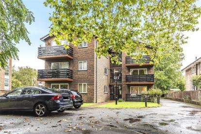 2 Bedrooms Flat for sale in Glenavon Lodge, 46 Park Road, Beckenham