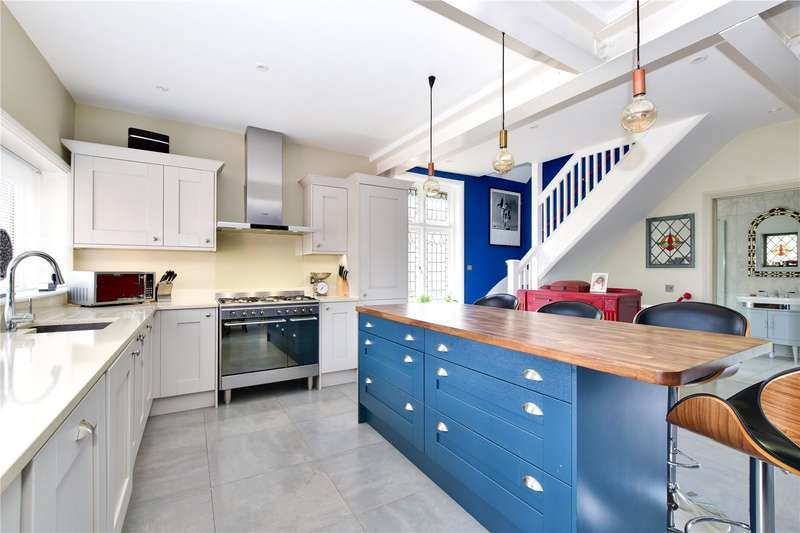 3 Bedrooms Flat for sale in Essex Road, Nascot Wood, Watford, Hertfordshire, WD17