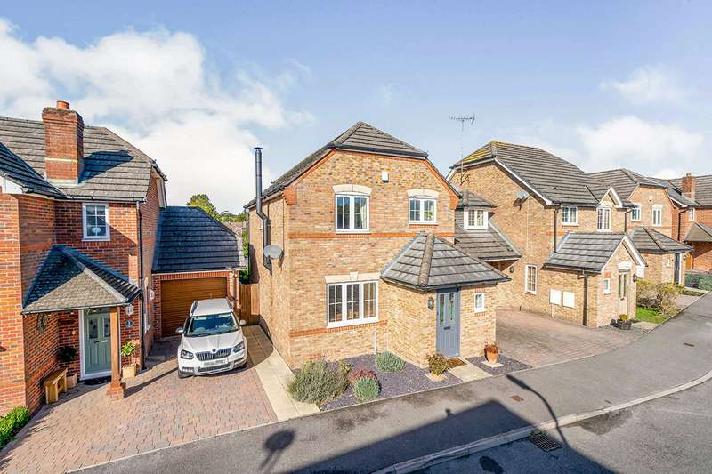 4 Bedrooms Semi Detached House for sale in Trafalgar Rise, Clanfield, Waterlooville, Hampshire, PO8