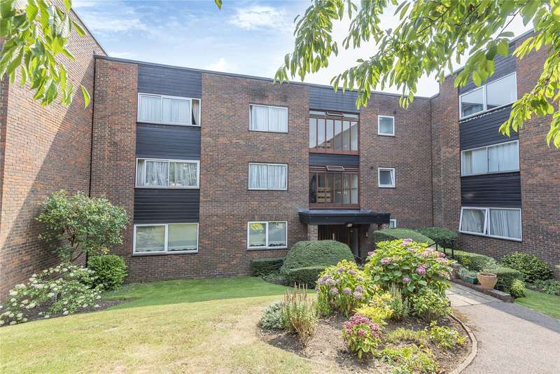 3 Bedrooms Flat for sale in The Heights, Loughton, Essex, IG10