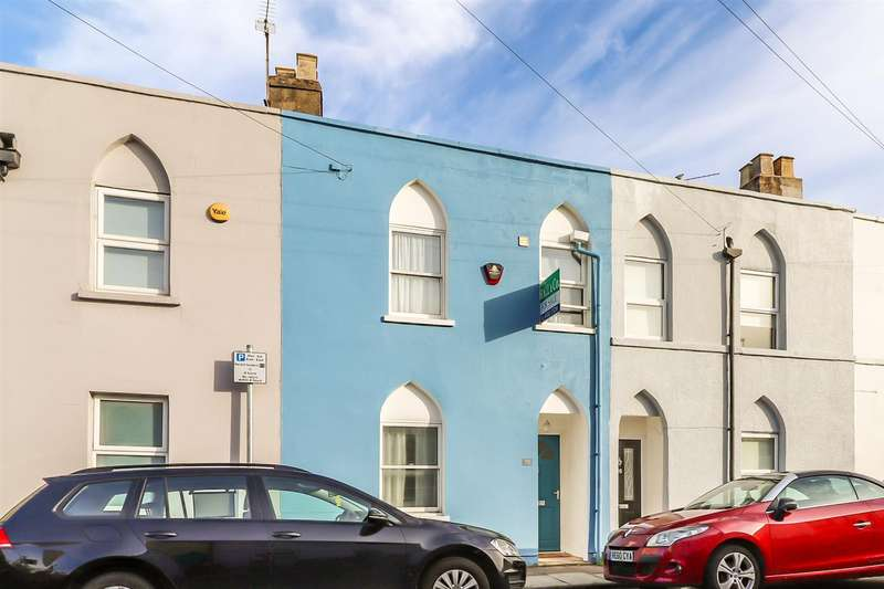 3 Bedrooms House for sale in Queens Retreat, Cheltenham
