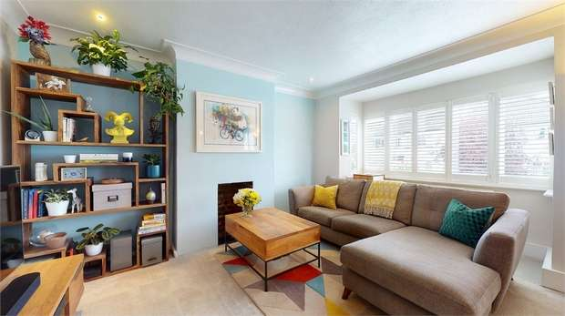 2 Bedrooms Maisonette Flat for sale in Hexham Gardens, Isleworth, Middlesex